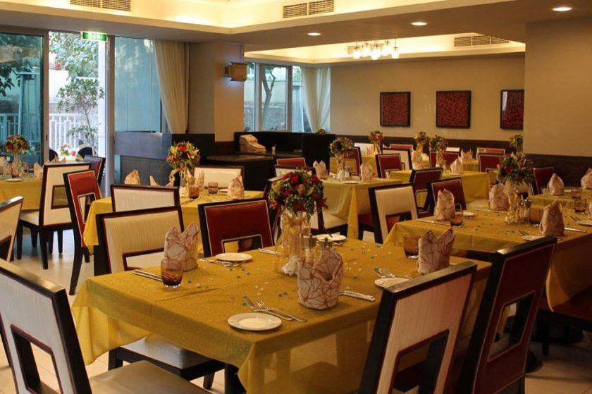 ارقص على أنغام الماضي في حفلة رأس السنة في فندق رمادا من ويندام داون تاون دبي