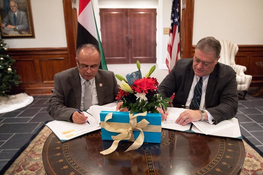 توقيع اتّفاقية تعاون بين الجامعة الأمريكيّة في رأس الخيمة وجامعة كوستال كارولاينا