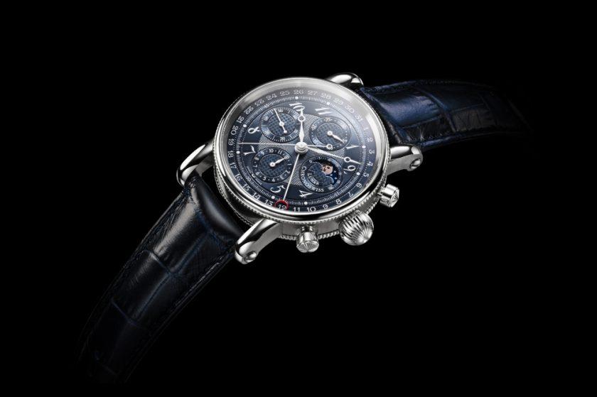 ساعة كرونوسويس تستعرض أطوار القمر