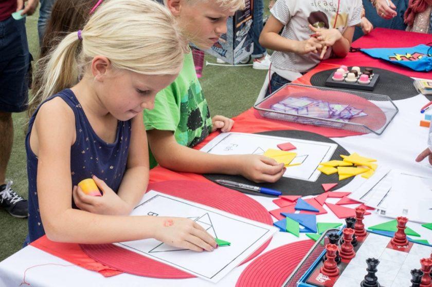 """مدرسة جيمس جميرا الابتدائية تحتفي بعشرة أعوام على إطلاق """"معرض الربيع"""" لجمع التبرعات في أجواء عائلية ممتعة"""