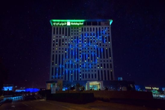 دبي فستيفال سيتي تشارك في حملة #بالأزرق_لأجلكم تكريما للعاملين في القطاع الصحي