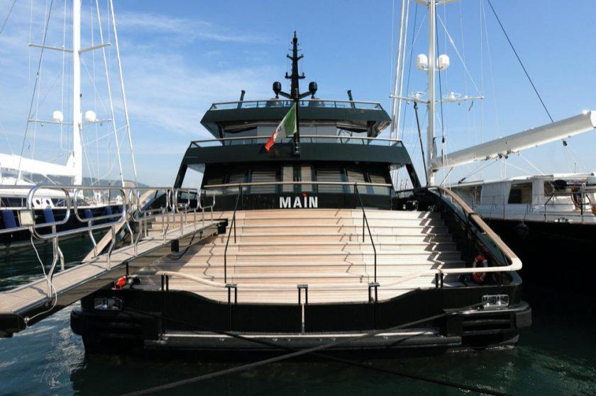 مجموعة Maìn من Giorgio Armani