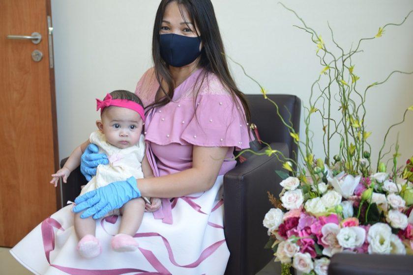 """شفاء أصغر طفلة مُصابة بكورونا في """"مستشفى الزهراء دبي"""""""