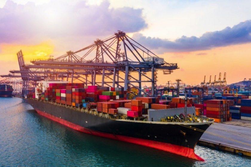 الإمارات تؤكد التزامها مجددا بدعم المصدرين والشركات المحلية