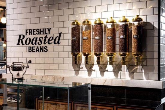 كافيه يونس الشهير يفتتح أول مقهى له في دبي