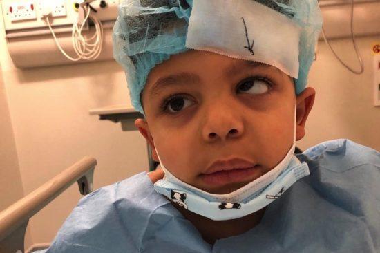 العملية الجراحية المعقدّة تتكلّل بالنجاح والطفل يلتحق بالمدرسة