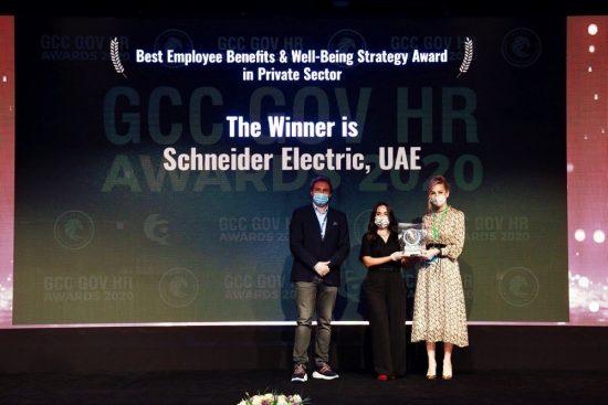 شنايدر إلكتريك الخليج تفوز بجائزة أفضل مزايا للموظفين