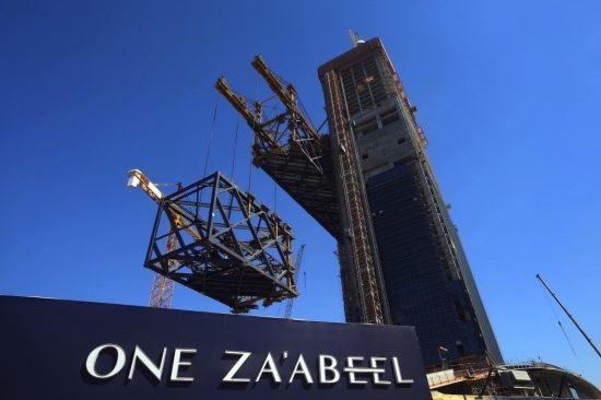 ون زعبيل يكمل بنجاح رفع أطول مبنى أفقي معلق في العالم إلى موقعه النهائي