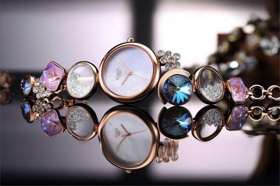"""""""تيتان"""" تطرح ثلاث تشكيلات مميزة من ساعات اليد لموسم الأعياد"""