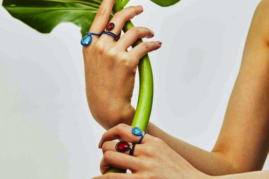 """""""نينا رنسدورف"""" تُبهر الجميع بمجموعة مجوهرات Flip الأيقونية"""