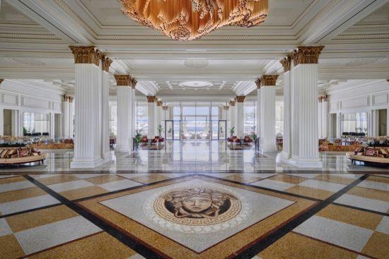 فندق بلازو ڤيرساتشي دبي يتعاون مع فنادق ومنتجعات
