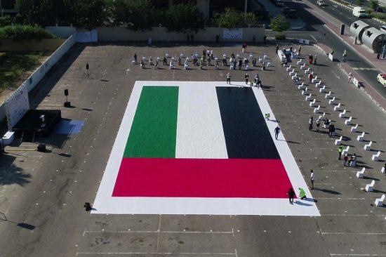 أكبر لوحة فسيفسائية تجسد العلم الإماراتي