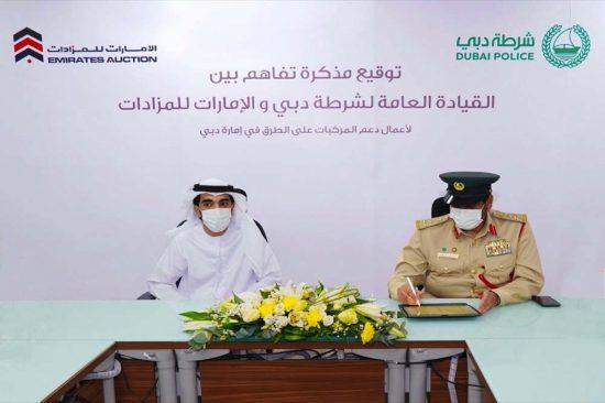 """""""شرطة دبي"""" و""""الإمارات للمزادات"""" يتفاهمان لتقديم خدمات المساعدة على الطريق"""