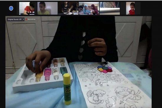 """خريجات """"برنامج المرشدة الصغيرة"""" يعلّمن أطفال """"الشارقة لصعوبات التعليم"""" المهارات الفنية والحرفية"""