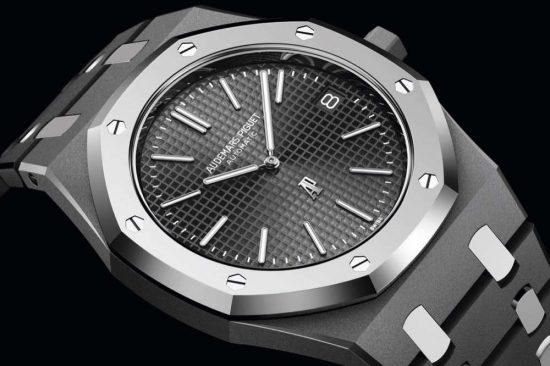 A NEW MATERIAL COMBINATION FOR THE UNIQUE ROYAL OAK 15202