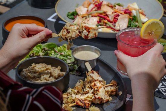 الصيف في طبق .. عرض جديد لوجبة الغداء من إيتن إربن كيتشن