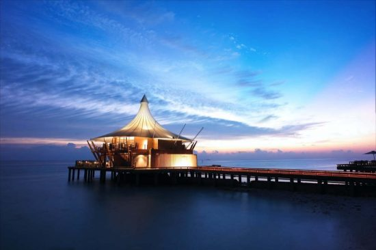 FINE DINING AT BAROS MALDIVES: THE ICONIC LIGHTHOUSE IN THE SPOTLIGHT