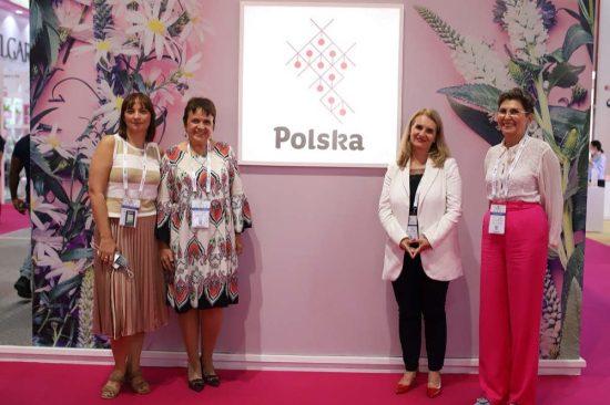 جناح بولندا يسلط الضوء على تسخير المنتجات الطبيعية وأحدث التقنيات للعناية بالبشرة