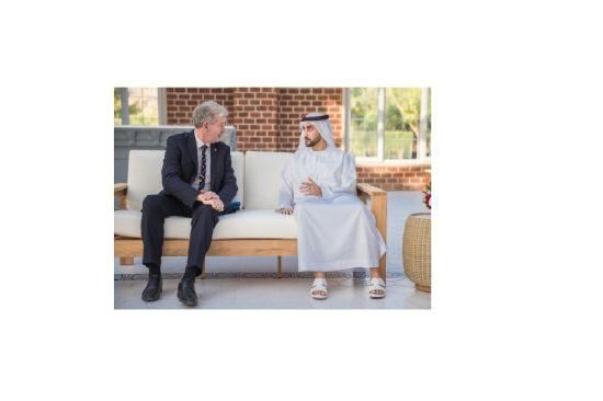 مسؤول رفيع المستوى من جيرسي بالمملكة المتحدة يزور مزرعة الرميلة في الإمارات العربية المتحدة